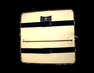 cartella porta paramenti, foderata con fasce elastiche per bloccare il grembiule